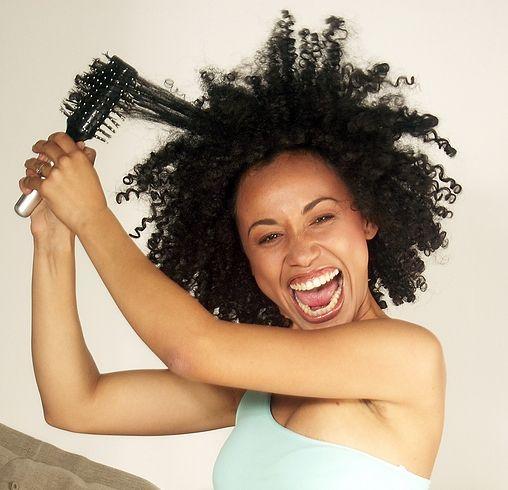 Detangle naturlig hår med disse 11 produktene og verktøy