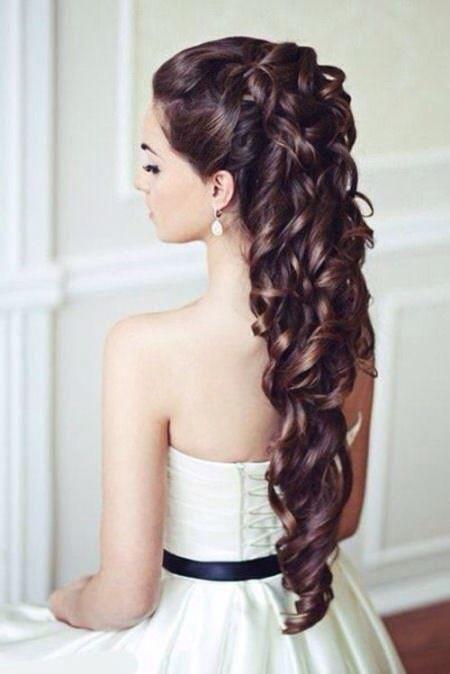 Annerledes bryllup krøllete frisyrer