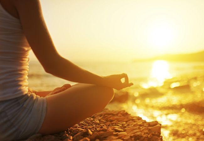 Hvordan de-stress med yoga