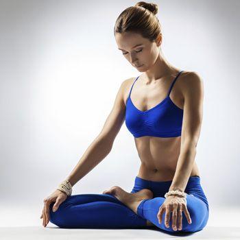 Hvordan yoga holder kroppen din ung